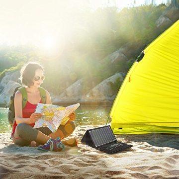 RAVPower 16W Solarladegerät Outdoor Charger mit 2 iSmart-USB-Port (21,5-23,5% Sonnenlichtumwandlung, leicht, faltbar, wasserdicht, 4 Löcher zur Aufhängung) für Camping Wanderung Bergsteigerei / Disaster Prevention für Andriod Smartphone Tablets Apple iPhone iPad usw. -